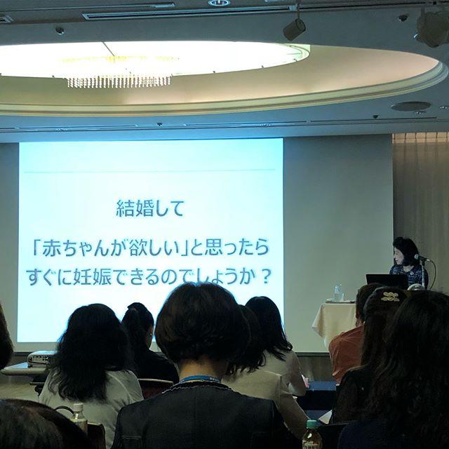 今日は、精子研究の第一人者、 黒田優佳子医学博士の「婚活 その先に 妊活が待っているかもしれない?」をテーマにした特別講演に参加させていただきました。不妊治療は女性にフォーカスされがちの中、男性不妊治療を専門にされているということで、今の不妊治療がいかにリスクを伴い、そして根本の問題解決になっていないのかということをわかりやすく解説してくださいました。おそらく人生でこんなに見ることはないぐらい様々な精子を見せてもらい!!、素人でもわかるように説明していただき、衝撃的な内容に自分の無知さに気づきました。不妊治療をしている方には是非この話を知っていただきたいと感じました。妊活は、会員さんが成婚退会した後に必ず考えなければいけないことですし、成婚のその先も一緒に考えていく一仲人として、知識を深めたいと思います。#ビリーブインユアセルフ #biy #ibj #不妊治療 #妊活 #婚活のその先に #結婚相談所